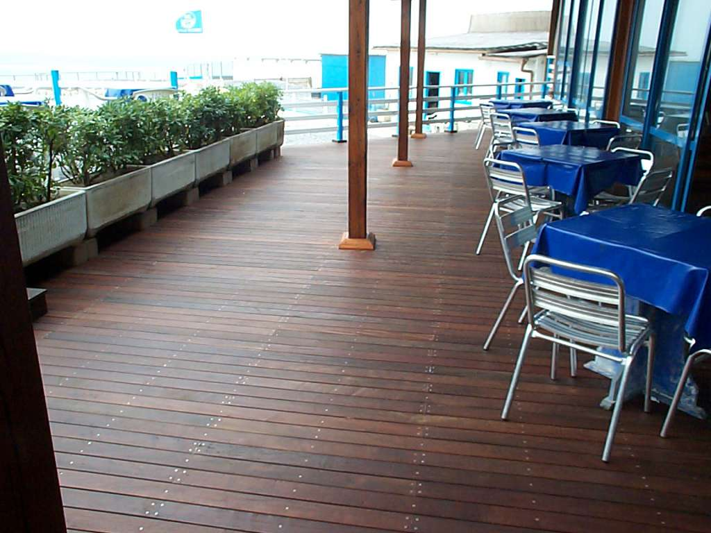 Special woodworkings for beach structures
